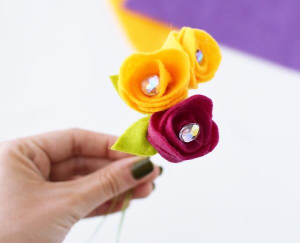 Rosebud Felt Flower Bouquet 13 Large600 ID 2433283 - Buquês de flores de feltro