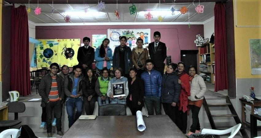 Photo de groupe avec les membres plus âgés du NNATS, après le meeting