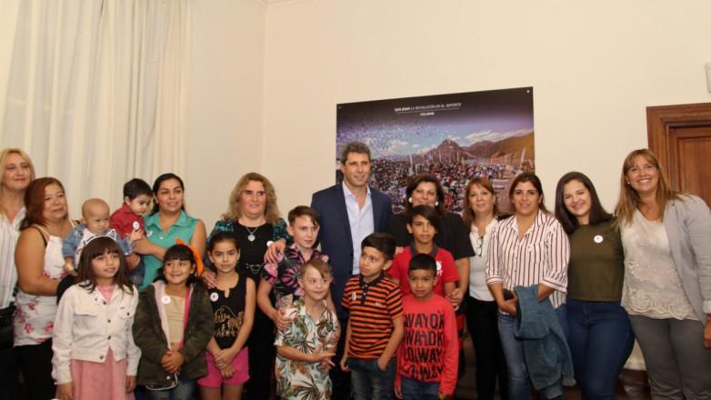 Sergio Uñac compartió el desayuno con integrantes de FundaMe