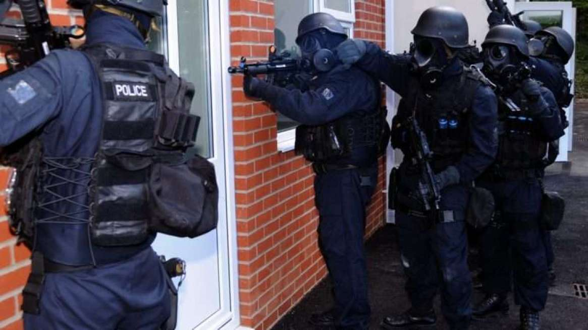 policeraid_1160x653_1161x653