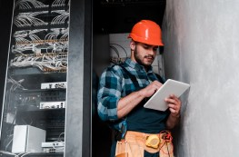Overcoming the challenges of technology adoption for field staff and contractors