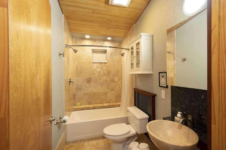 BAMBOO 2: bathroom #1