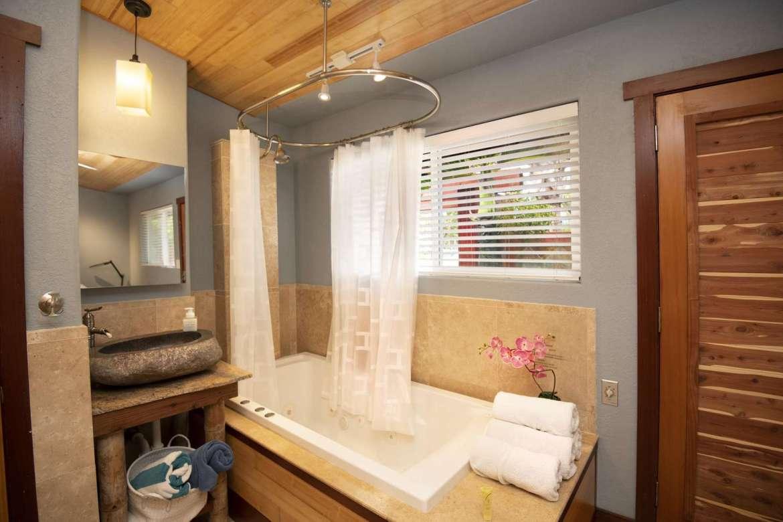 BAMBOO 2: bathroom #2.