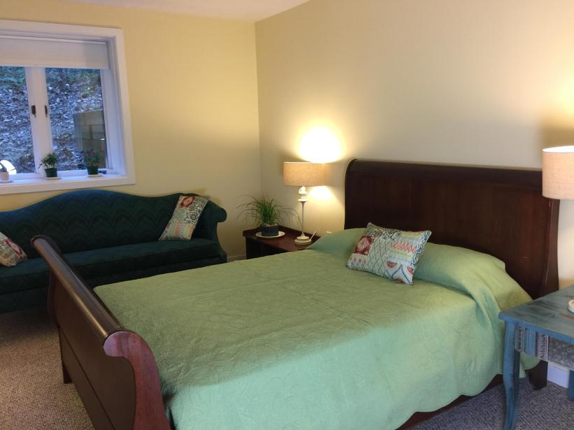 Level 1 bedroom with full bath and closet