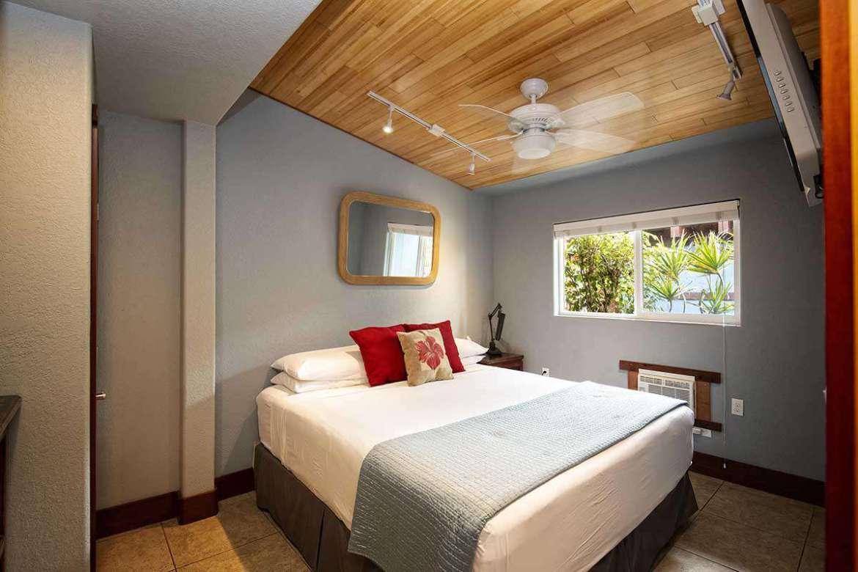 Cal. King bedding memory foam mattress , Cable TV