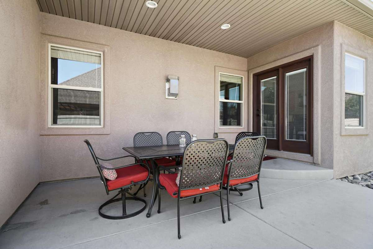 Comfortable chairs at this 6 seat patio table