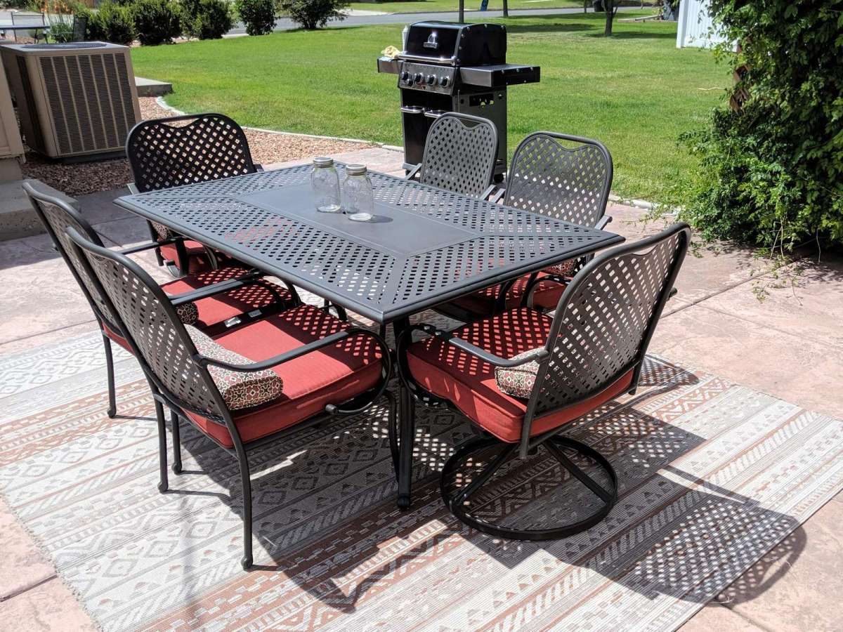 Six Comfy Seats around this Patio Table