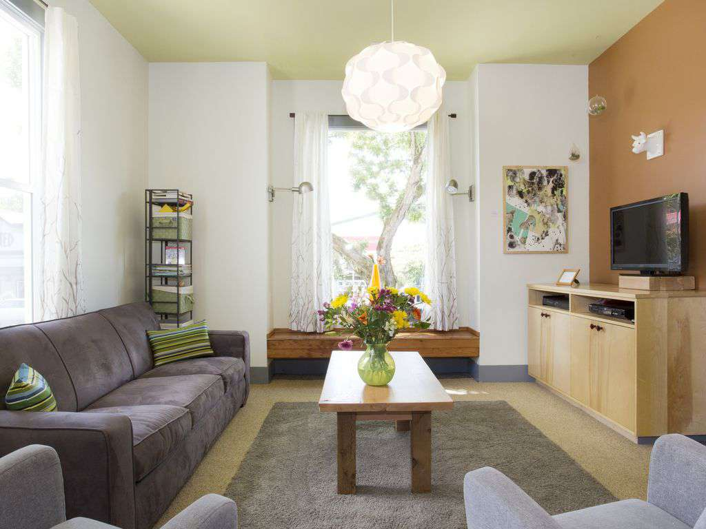 Comfortable large sitting area with lots of natural light.TV, cable and wifi!