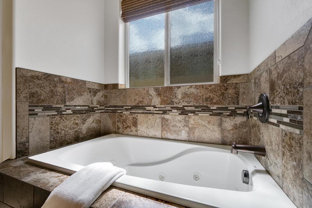 Black Bear II Master Bathroom