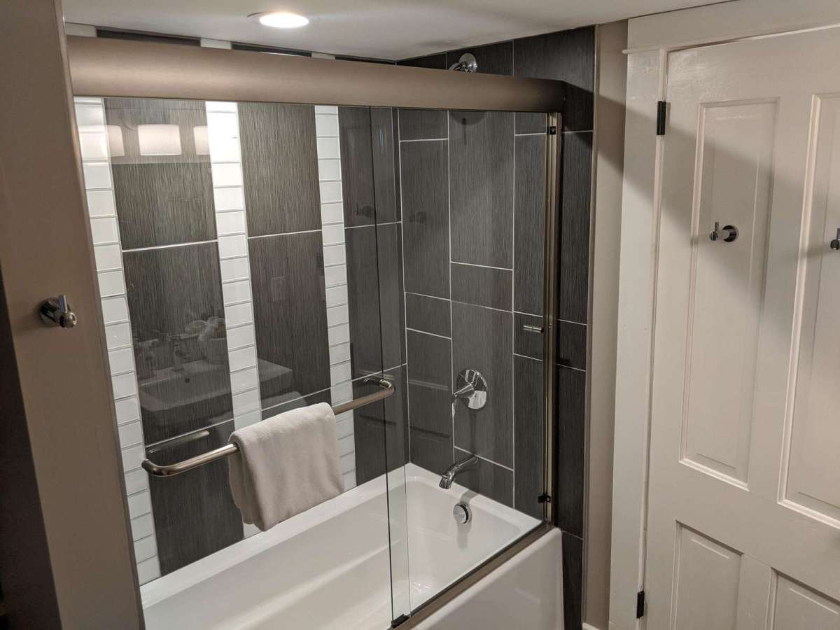 Main Bathroom Shower/Tub Combo