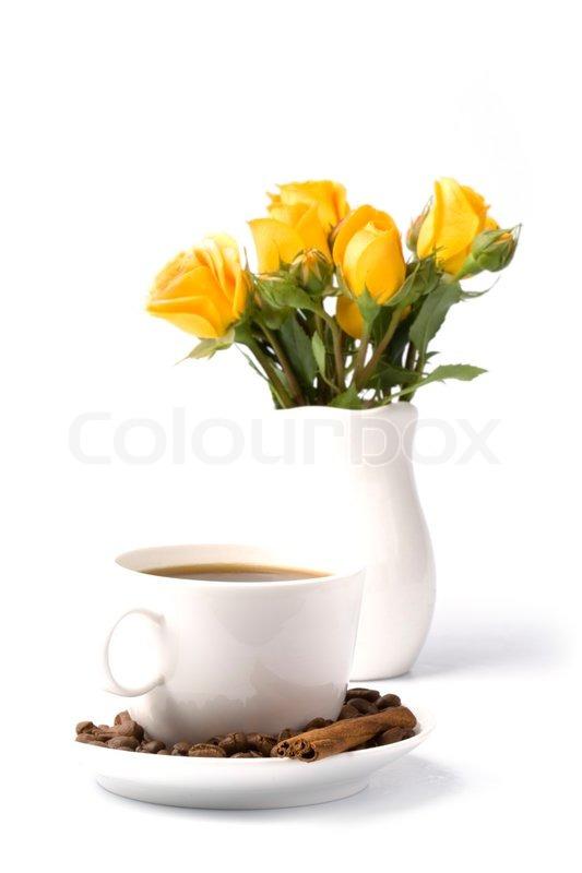 Gelbe Blumen Blumenstrau und eine Tasse Kaffee auf weiem Hintergrund  Stockfoto  Colourbox
