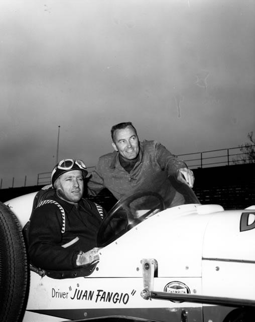 Fangio con el Dayton Steel Foundry Special, un Kurtis Kraft Offenhauser; aquí, junto con Johnnie Parsons (FOTO: IMS Photo)
