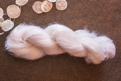 Mohair - M5 - 77% super kid mohair et 23% soie naturelle - Origine France - 250m/50g