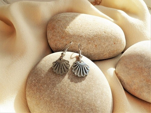 Camino scallop shell earrings ~ stainless steel