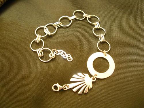 Peregrino scallop shell charm bracelet