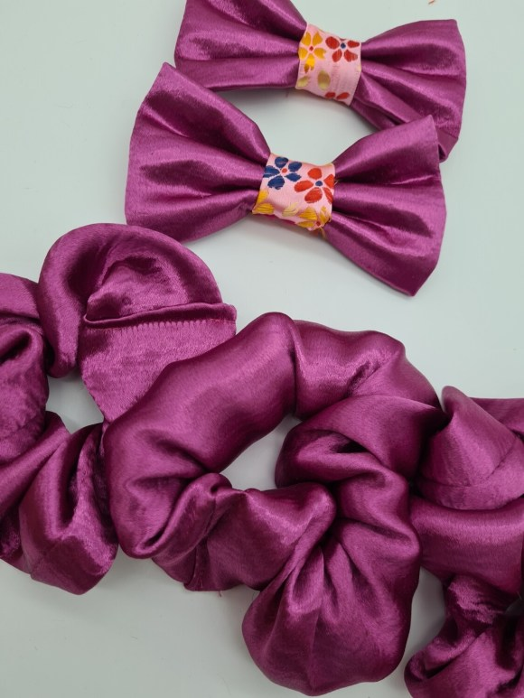 Pink sparkle bow tie