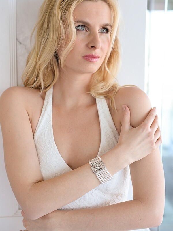 Ivory Pearl Vintage Stretch Bracelet white