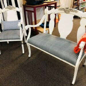 Farmhouse White Sette Chair Set