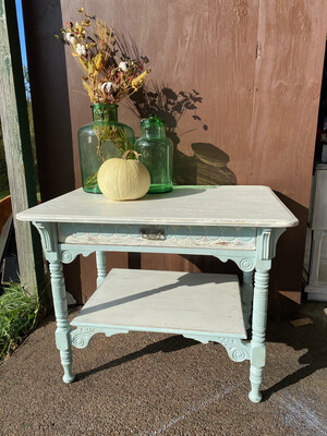 (483) Farmhouse Distressed Table