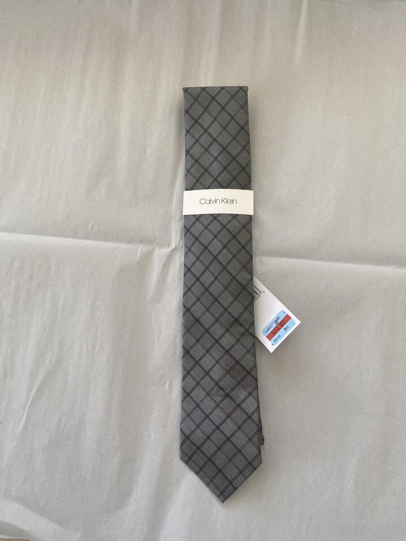 Calvin Klein Necktie Grey NWT A#401 FREE SHIPPING original Msrp $69.50