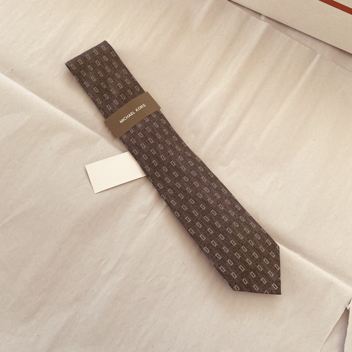 Michael Kors Silk Silver and Grey Necktie NWT Original Retail $69.50 FREE SHIPPING A#448
