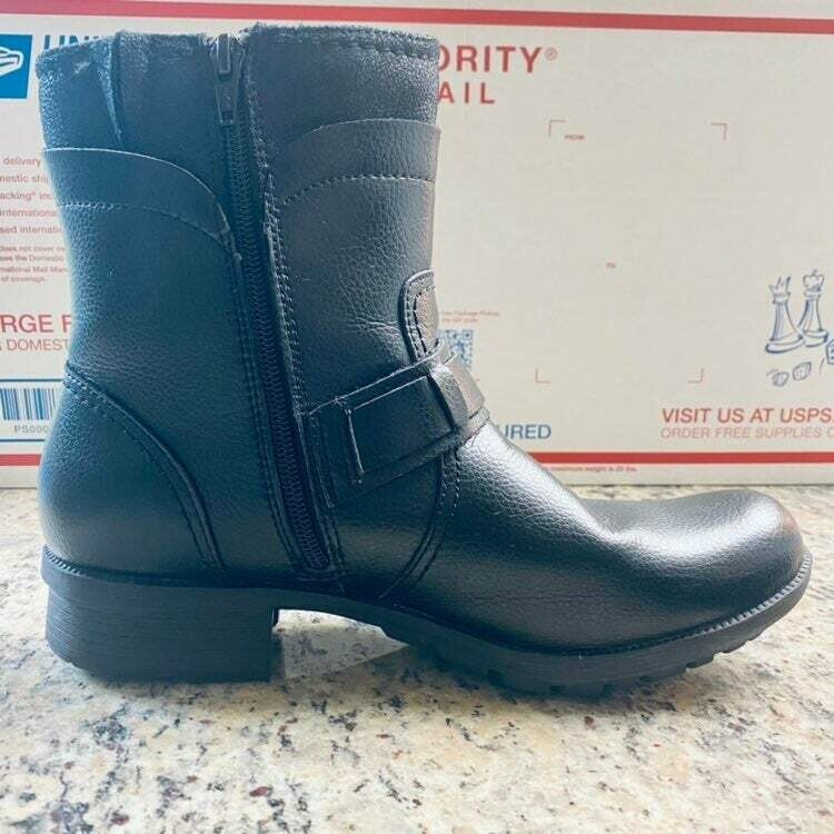 #516 Clark Black Boots Size 9.5 Medium