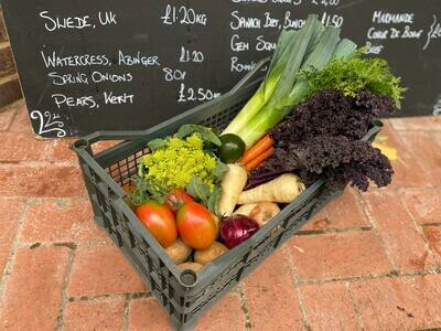 A small veg box: Potatoes & carrots plus four other seasonal vegetables. For 2/3 people.