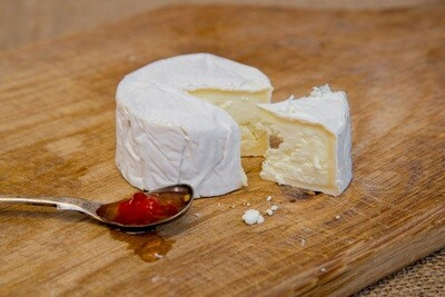 Cheese: Little Sussex (80g). Sheep milk. High Weald Dairy, Horsted Keynes.