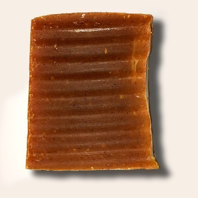 Savon à l'huile d'abricot bio et à la poudre d'urucum
