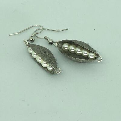 Silk Cocoon Pearl Peas Earring