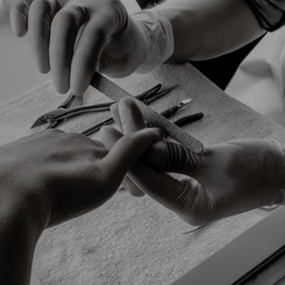 Manucure ou beauté des pieds  Express avec pose de vernis OPI