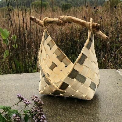 Triangles Basket: Saturday, May 29, 2021. 3:00-7:00 PM. Designed by Natalie Boyett.  Rope or stick handle.