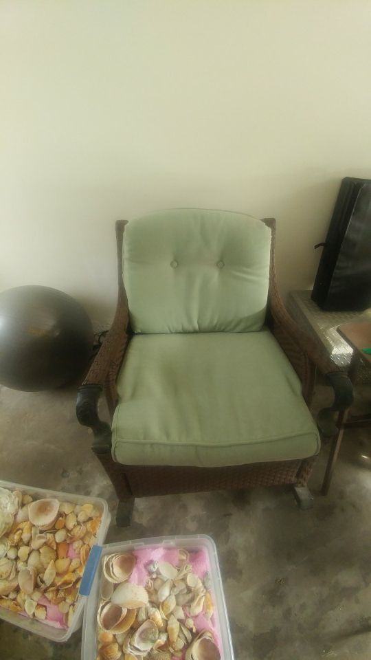 woven rocking chair table and 6 chairs furniture in bradenton fl offerup