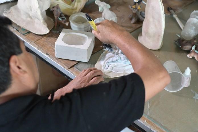 Proceso de elaboración de figuras de resina en San Andrés Cuexcontitlán, Toluca