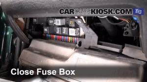 Ubicación de caja de fusibles interior en SEAT Toledo 19911999  1998 SEAT Toledo TDI SE 19L 4