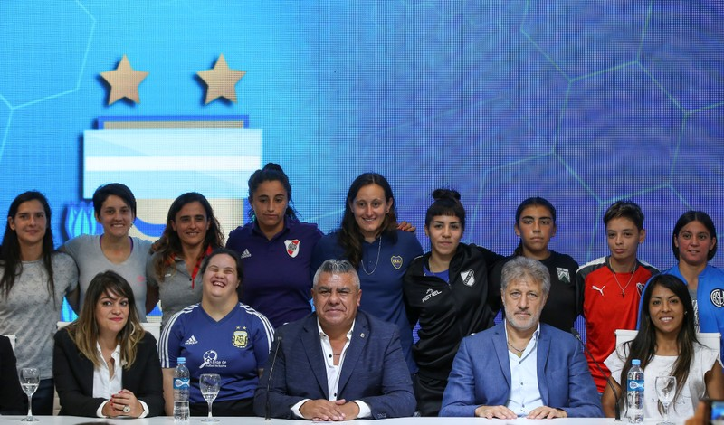 Claudio Tapia, president of the AFA poses for a picture next to Sergio Marchi, General Secretary of the FAA and players during the presentation of the women's professional soccer league, in Buenos Aires
