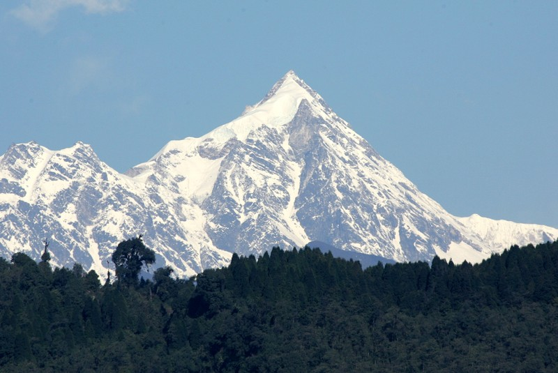 FILE PHOTO: -PHOTO TAKEN 14MAR05- A view of the Kanchenjunga mountain along the Himalayan mountain range on the ..