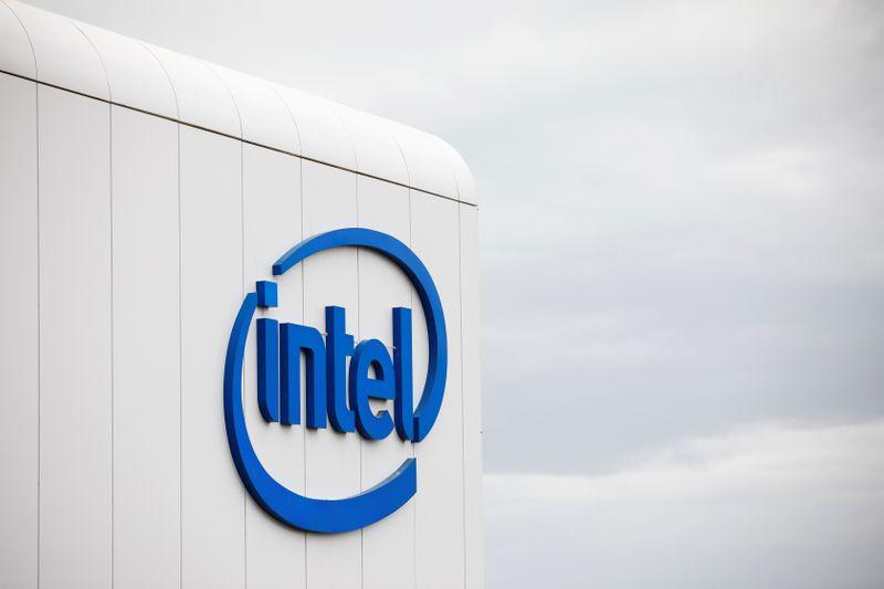 Coronavirus clouds Intel outlook, despite short-term bump from PC buying