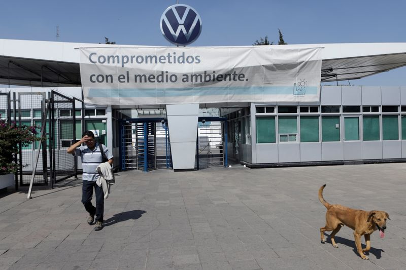 Key Mexican state for German automakers hits brakes on restart