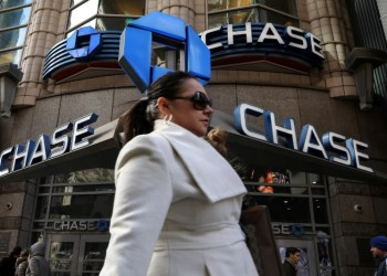 U.S. banks attract bargain hunters though hurdles to growth remain