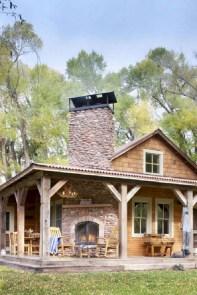 Rustic farmhouse front porch decorating ideas 28