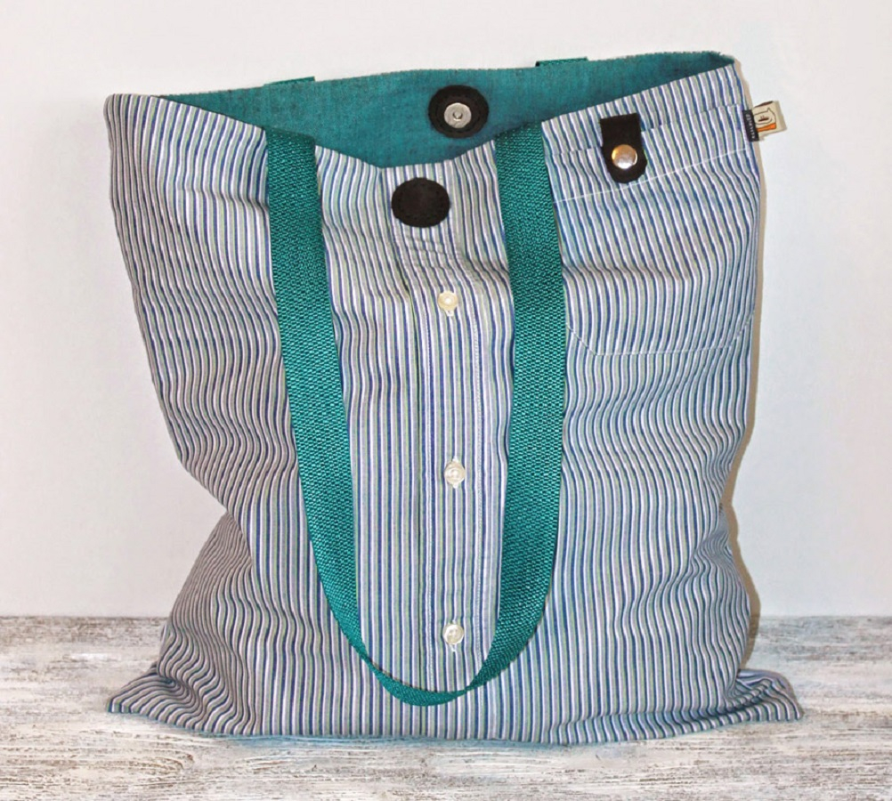 Diy bag from a man's shirt Unconventionally DIY Wonderful Ideas Of Repurposing Your Old T-Shirt That Really Profitable
