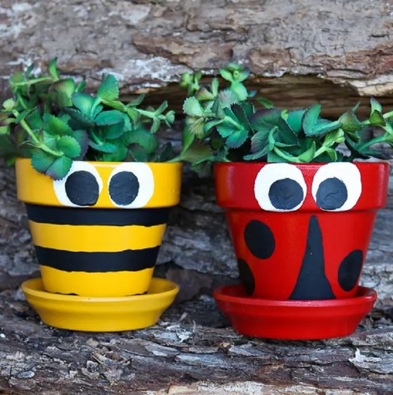 Insect-inspired flowers pots