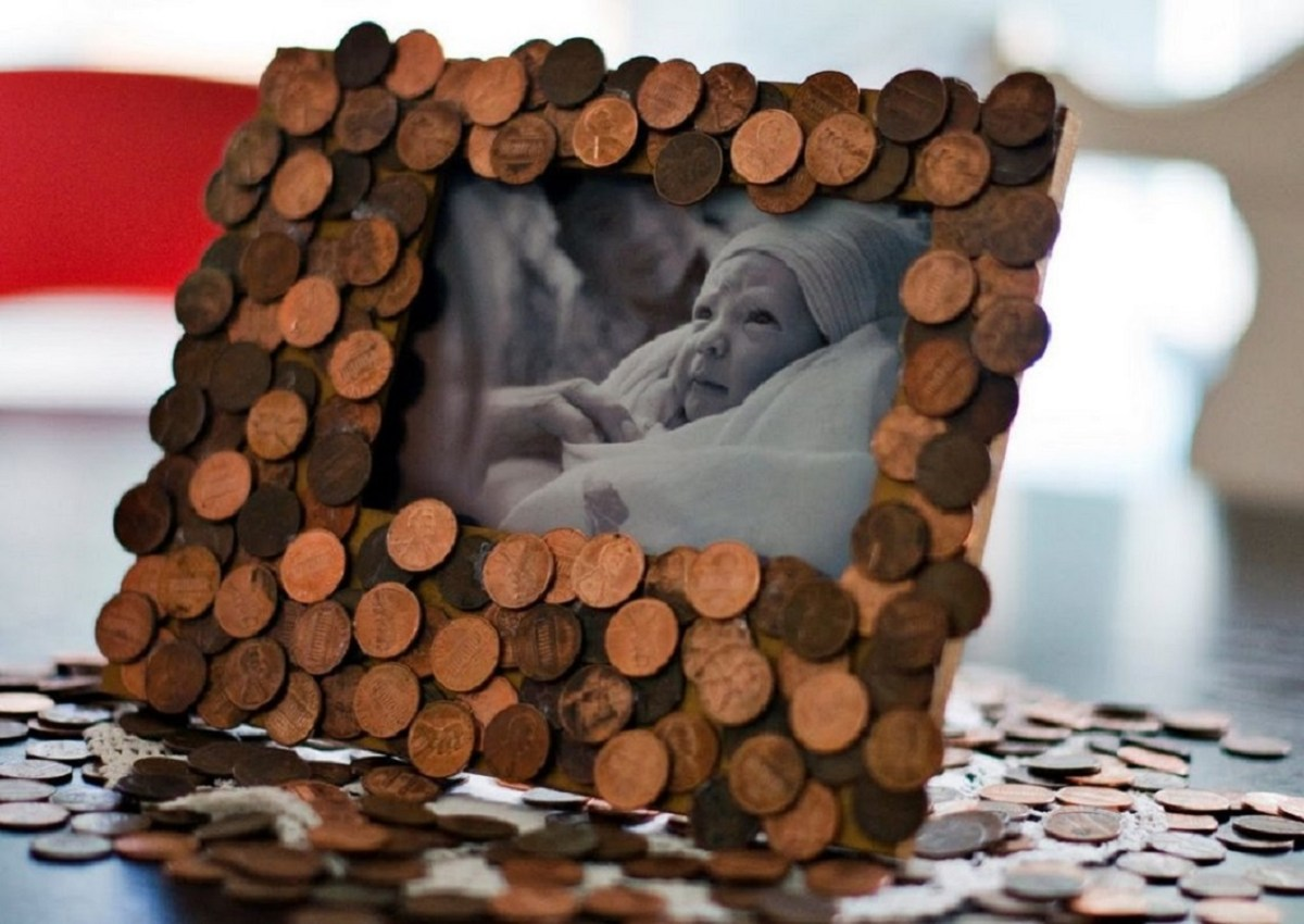 Penny photo frames Remarkable DIY Decoration Ideas You Can Make At Home With Pennies