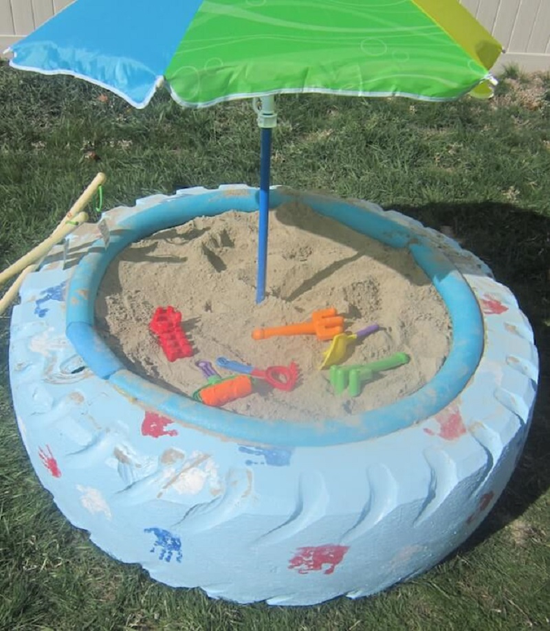 Sandbox from old tire