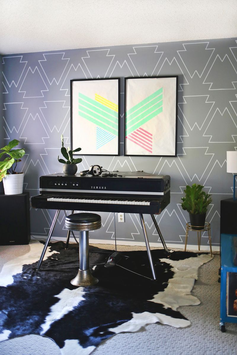Wall with paint pens Appealing DIY Ideas To Paint On Blank Wall Where Teenage Can Do
