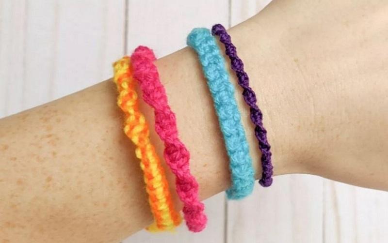 Macrame knots bracelet
