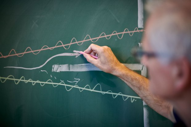 Photo of Tomas Bohr drawing on the chalkboard