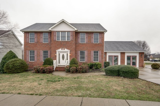 $299,000 - 3Br/3Ba -  for Sale in Chapmans Retreat Ph 1, Spring Hill