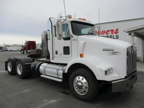 small resolution of 2012 kenworth t800 day cab truck